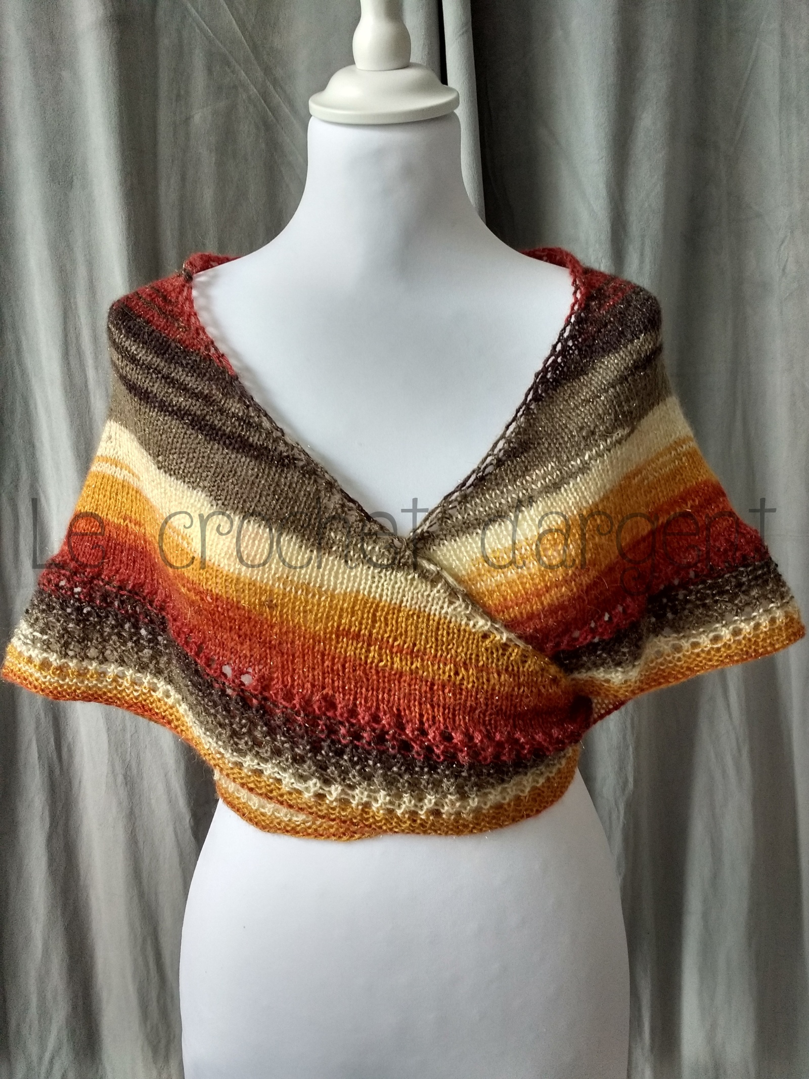 A free tutorial of a heart-shaped knitted shawl with autumn colours